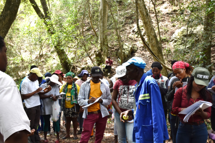 Mr Madula Madike (Madeira elder) narrating the history of the area while members of the Youth Forum take notes.